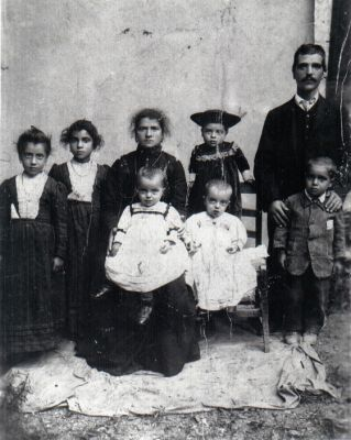Click to view full size image  ==============  Jacoe Family, circa 1903